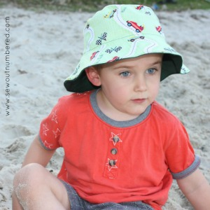 Sewing reversible bucket hats (Free Oliver and S pattern)